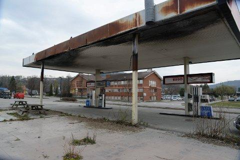 KAN SANERES:  Esso har gitt klarsignal til kommunen om at branntomta kan rives og saneres.