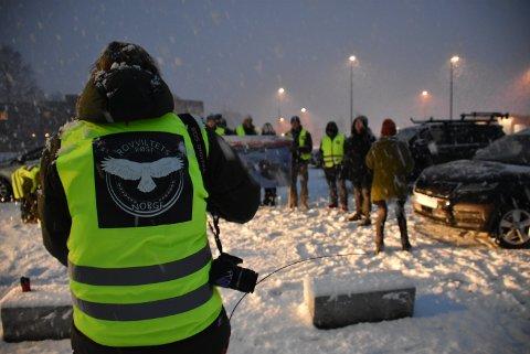 Rovviltets Røst var på plass på Bjørkelangen tidlig første nyttårsdag i forbindelse med første dag av ulvejakta. Foto: Trym Helbostad
