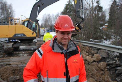 BER BILISTENE SKJERPE SEG: Byggeleder, Brede Løvlien i Statens vegvesen.