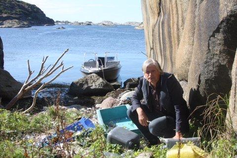 IKKE FORNØYD: Plastsøppelet som har hopet seg opp utenfor Tjøme viser bare litt av den utfordringen vi står ovenfor, påpekte Venstres Ola Elvestuen. Han var ikke fornøyd med funnet.