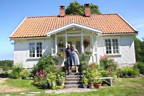 For et par år siden besøkte vi Anne og Søren Einar på småbruket på Veierland. Nå er det blitt boligen deres og boligen i Sandefjord er deres sekundærbolig.