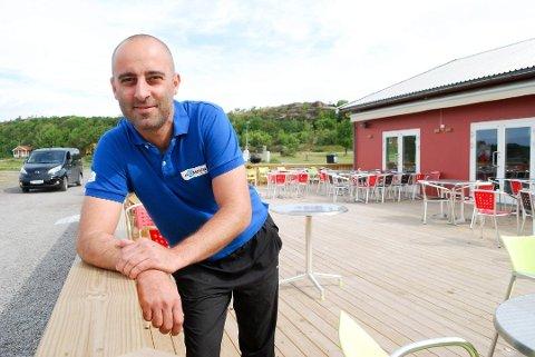 Daglig leder Alex Rossitto på Kompasset café og restaurant på Østre Bolæren.