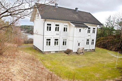 KOMMER FOR SALG: Øvre gård og Nedre gård, to identiske bygninger som tjente som underoffiserboliger, er blant fritidsboligene som skal komme for salg.