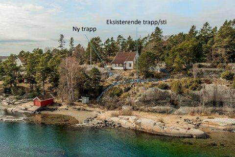 Det er på denne eiendommen på tjømesiden mot Røssesundet det er ønske om å sette i stand en gammel trapp og bygge en ny mot sjøen.