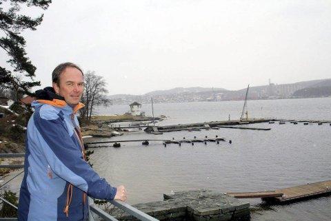 NEI: Jan Birger Carlsen er hytteeier på Seivall og protesterer mot deponi i Brevik.