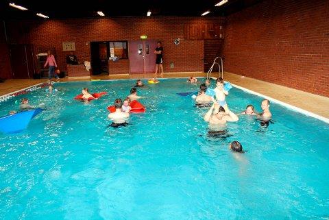 Kommunen er snart ferdige med å sjekke tilstanden på svømmebassenget i Brevik.