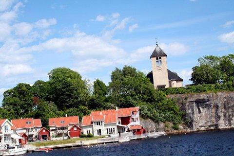 KIRKEN: Brevik kirke skal ikke ha vanlig åpning på 17. mai i år.