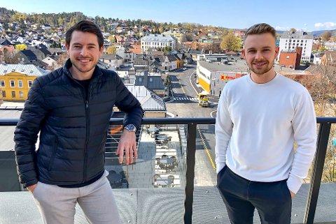 TAR OPP KAMPEN: Markus Bergseth (26) fra Heistad og Stian Grimsgaard (27) fra Vestsida tar opp kampen om padelentusiastene i Grenland. – Målet vårt er å tilrettelegge for et nytt og attraktivt tilbud.