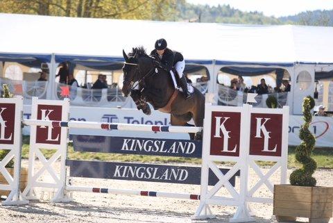 BRONSEMEDALJE: Sprangrytter fra Rakkestad, Emilie Bjoner, fikk bronse under helgens Young Rider NM i Drammen.