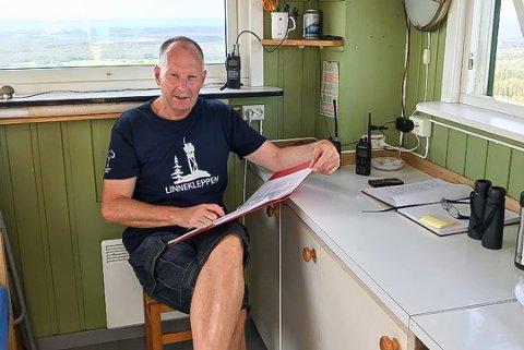 PÅ PLASS: På grunn av skogbrannfaren skal Jan Fausk være i vakttårnet på Linnekleppen hele uka.