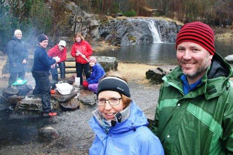 inspirerte: Kurslederne Hilbjørg Brænden Knutli og Henning Johansen ga deltakerne inspirasjon til å bruke fisk på bål også i barnehagene. Foto: Knut Berntsen