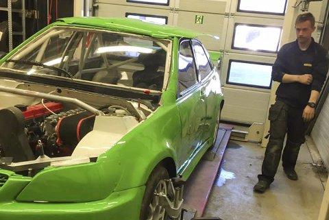 KLAR: Stefan Åengs nye rallycrossbil har fått ny lakk.