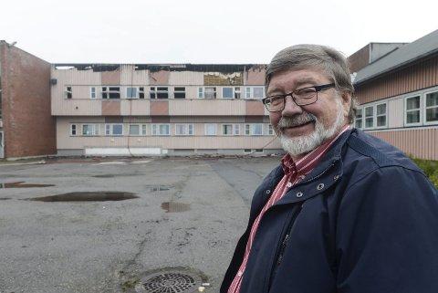 VEMODIG: – Å se skolen brannskadd er vemodig, sier Per Jomar Hoel som i 42 år var lærer ved Korgen sentralskole.