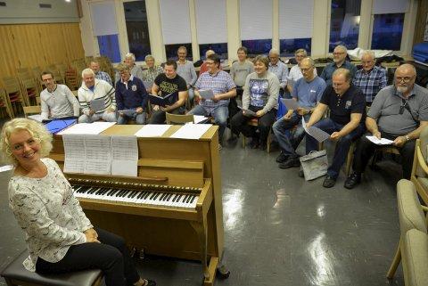 Øve: Gruben Mannskor har begynt øvingen til de skal kore for VAMP under konserten på Smeltedigelen i oktober.