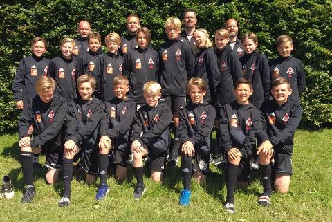 Åga ILs G13-lag deltok på Skandia cup i sommer. Nå er de seriemester på Nord-Helgeland og skal spille om plass i kretsfinalen på lørdag.