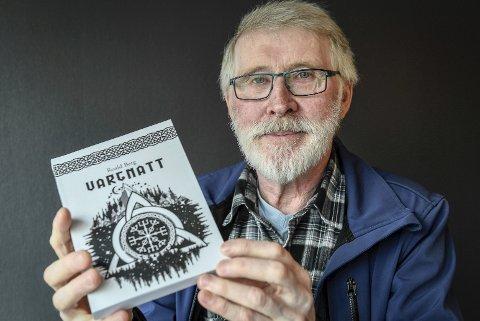 Vargnatt: Boken Vargnatt er den fjerde boken fra ranværingen Roald Berg.Foto: Øyvind Bratt
