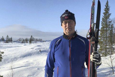 Gullstatuett: Under neste Blåvegenrenn får John Gjølstad gullstatuetten som en av de få første. Han har gått alle skirennene fra Umbukta siden 1979. Foto: Privat