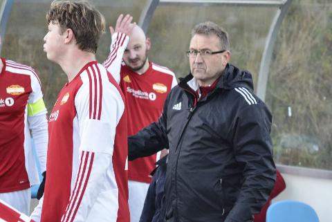 FORNØYD: Hemnes-trener Torstein Sørensen deppet ikke etter den første kampen i 5. divisjon, selv om Nesna IL utlignet mot slutten.