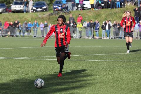 Åga IL har markert seg i aldersbestemt fotball. I august spilte de 8-delsfinale i NM gutter 16 år mot Rosenborg. Mahdi Cabdirisaq er en av mange som spiller både G16- og G19-fotball, og dermed blir å se i kretsfnalen for junior.