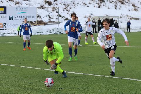 Sebastian Kristensen setter inn 3-0 mot Mosjøen. Nå er det klart hvem Rana FK møter i 2. kvalifiseringsrunde.