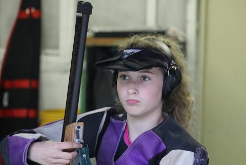 Kaja Helene Remmen fra Nesna skytterlag skjøt 347 poeng i åpent stevne og vant juniorklassen i åpent stevne, mens hun ble nummer to i åpningsstevnet.