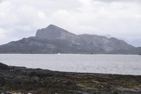 NØKKELBOKSTAV NR. 4: I dagens oppgave skal vi utover til kysten og til ei øy uten fastboende. Den ligger nært skipsleia. Hva heter øya? Foto: Arne Forbord