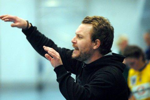 John Andre Selnes og Sandnessjøen IL håndball, har i mange år hatt et tett samarbeid med fotballen i Sandnessjøen for å unngå at håndballen skal bli skadelidende. Foto: Eivind Biering-Strand