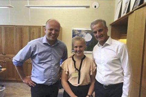 Arbeidsuke på Stortinget: Albertine Holberg Hoel sammen med senterpartileder Trygve Magnus Slagsvold Vedum og arbeiderpartileder Jonas Gahr Støre.