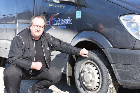 Kutter kjøring: Svein Erik Sæhlie og de andre i Brøttum Taxi kutter ut ordinære turer.