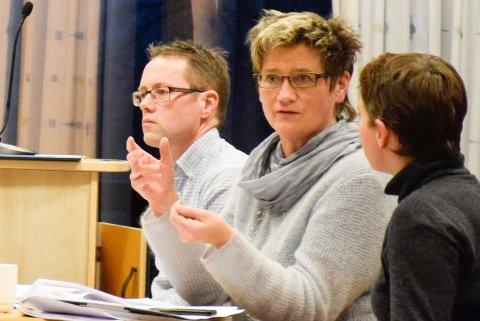 FRA HENSMOEN: Prosjektleder Anne Brit Moen og veivesenet anbefaler ny vei rett fra Hensmoen.