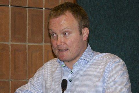 Hans Petter Aasen (Sp) mener politikerne bør gi seg selv en mindre økning.