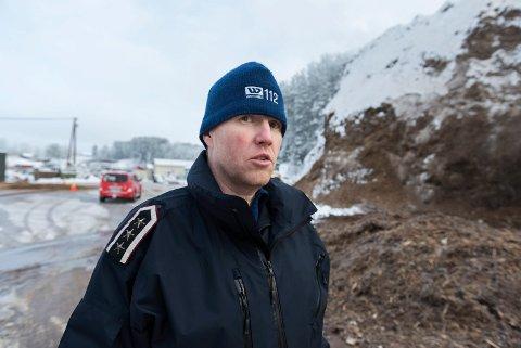 ADVARER: Brann- og beredskapsjef i Jevnaker, Tonny Jensen, advarer folk mot utrygg is.
