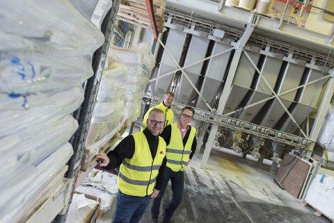 I fabrikken til Vilomix på Hensmoen går produksjonen så det suser. Salgs- og markedssjef Hans Marius Rossavik Jakobsen, produksjonssjef Rune Karlsrud og daglig leder Knut Alf Storaa ser lyst på framtiden.