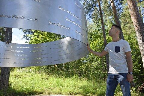 Vil aldri glemme: AUF-leder Mani Hussaini på minnestedet «Lysningen» på Utøya. Minnestedet på landsiden er fortsatt ikke bygd.