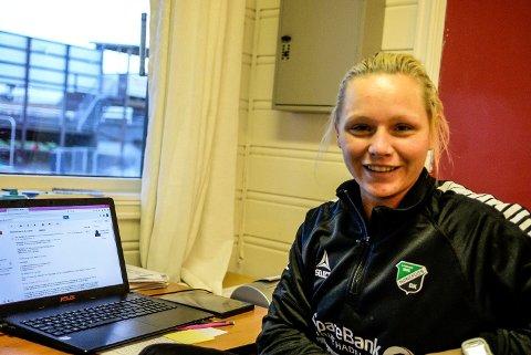 Silje Bekkåsen Nyhagen kunne spilt fotball i eliteserien, men velger å fortsette byggingen av damelaget til HBK.