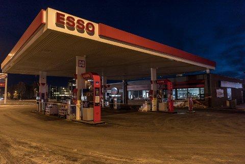 Oppgradering pågår hos Esso og Deli De Luca.