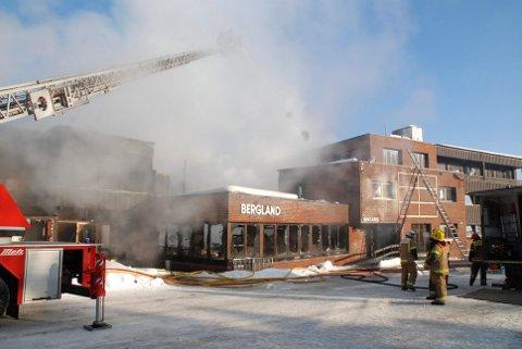 2010: Bergland hotell brant i 2010. Gjenoppbyggingen har vært en svært kronglete affære.