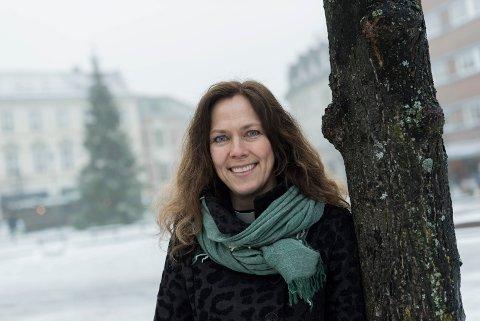 RASKT KLAR: Bare to dager etter vedtaket på kirkemøtet tilbyr prost Kristin Moen Saxegaard vielser for homofile og lesbiske par.