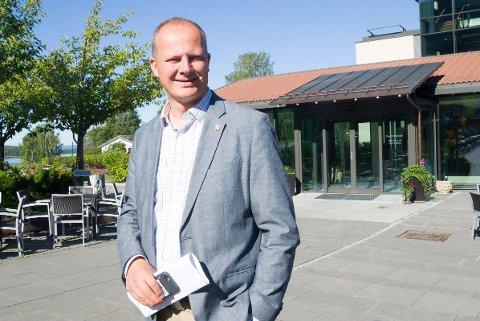 ÅPNER NY FABRIKK: Samferdselsminister Ketil Solvik-Olsen kommer til åpningen av den nye svillefabrikken på Hensmoen.