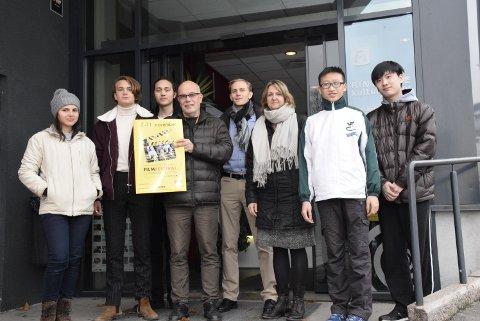 Planlegger allerede ny: Ny dato for ny festival i 2018 er satt. Denne gjengen har kost seg i år, og kommer gjerne tilbake til Hønefoss. Fra venstre Valentina Beatriz Sepulveda (Chile), Anton Forsdik (Sverige), Sean Sigfrid (Sverige), Kurt Salo (arrangør), Phil Nylund (teknisk ansvarlig, fra Tyskland), Yvonne Salo (arrangør), Lau Pak Leung (Hong Kong) og Chan Shun Yat (Hong Kong).