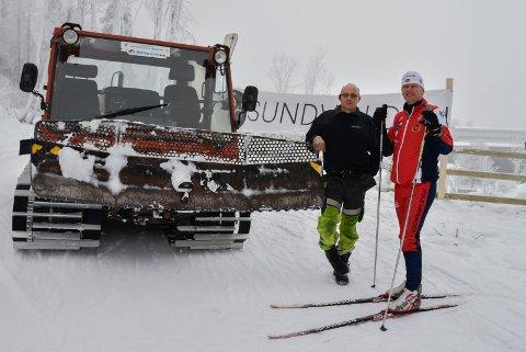 Kortreist skiløype: Erik Wilhelmsen med løypemaskinen og hotelleier Tord Laeskogen i den nye skiløypa i Sundvolden park.