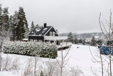 Skarveien 5: Er overdratt for 5,4 millioner kroner fra Geir Linnerud og Grete Falck til Statens vegvesen.