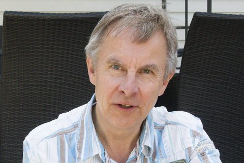 Helge Stiksrud går til skrittet å melde seg ut av Venstre siden de går inn i regjering med Frp. Han har ingen problemer med at partiet samarbeider med Frp.