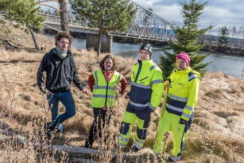 Sjefingeniør Eirik Steindal i Miljødirektoratet, rådgiver hos fylkesmannen i Buskerud Gunlaug Engen  og prosjektingeniørene Geir Åsli og Gøril Aasen Slinde fra NGI leter etter giftstoffet PFOS i elvene rundt Tyrifjorden.