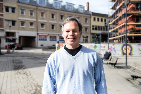 I HOVSMARKA? Adrian Oleson tror det kunne blitt populært med en permanent frisbeegolfbane i Hønefoss.