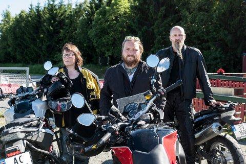 Elever ved Team Hønefoss trafikkskole, Ellen Guttormsen, Remi Henriksen og Slobodan Nikolic er under opplæring til mc-førerkort.