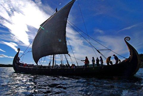 Vil du seile på Tyrifjorden i et vikingskip, slik som denne kopien av Osbergskipet? Hardraade Vikingskipforening er i startgropen for å realisere nettopp det.