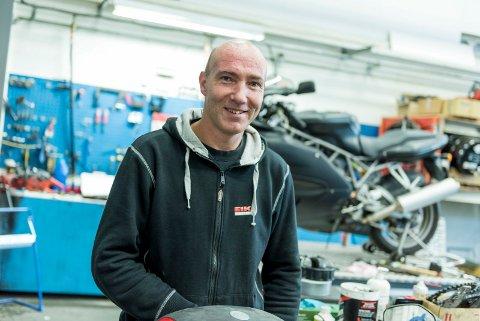 Vinterlagring: Espen Støen hos Eiksenteret tilbyr vinterlagring av motorsykler.