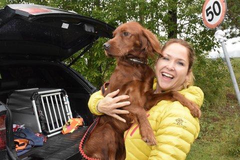 Venner: – «US» Luca er min første hund, og blir gjerne med med og barna på snørekjøring om vinteren, sier rypejeger og styremedlem i Randsfjord fuglehundklubb, Else Ragnhild Bockmann.