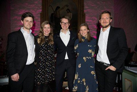 FIN ANLEDNING: Geir, Astrid, Kristoffer, Vilde og Fredrik synes julekonserten er en fin aledning til å møtes igjen nå som de driver med hvert sitt resten av året.